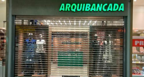 porta_de_enrolar_loja_arquibancada enrolar_comercial