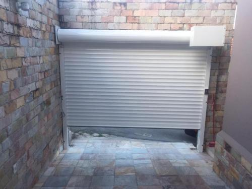 Kit super fluxo -  Porta de abertura e fechamento rápido 4 segundos metro indicado para garagens de condomínios e residências que tem alto tráfico pode ser acionada até 100 vezes ao dia