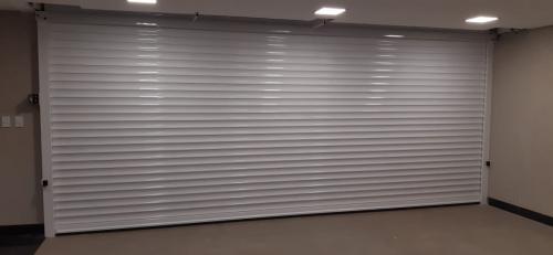 Kit super fluxo -  Porta de abertura e fechamento rápido 4 segundos metro indicado para garagens de condomínios e residências que tem alto tráfico pode ser acionada até 100 vezes ao dia (1)