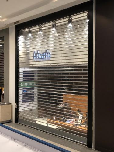 Porta translúcida (Policarbonato) loja Ideale BH Shopping